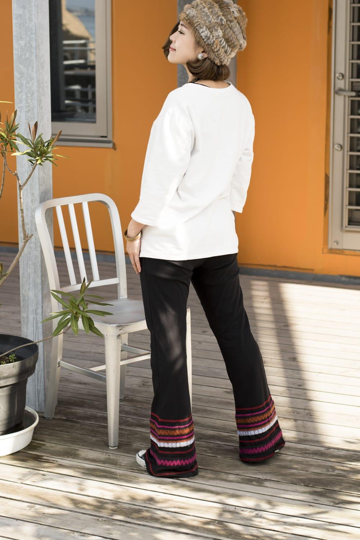 ストレッチ生地のブーツカットパンツ 2 - 後ろ姿はこんな感じです。