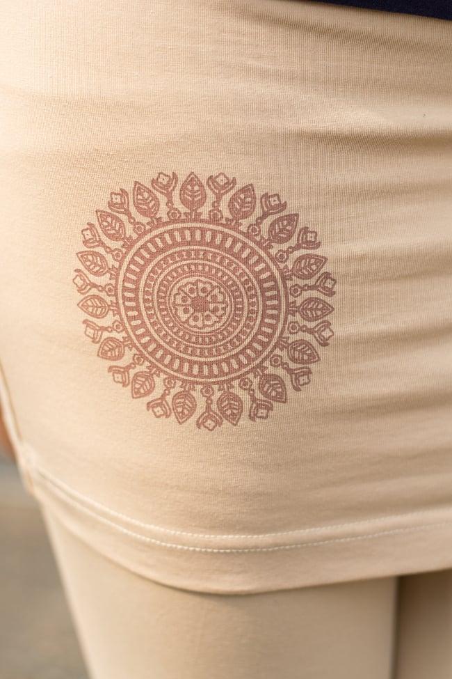 スカート付きマンダラ・ストレッチレギンス 5 - マンダラ柄がワンポイントとしてプリントされています。