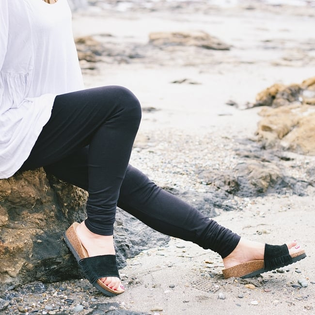 リラックスレギンスパンツ 動きやすく心地の良い軽やかさの写真11 - 裾のクシュクシュがいい感じです【選択:N】黒