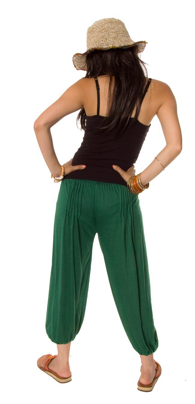 シャーリング ストレッチパンツ-ショート 【緑】 2 - 後ろ姿はこんなかんじです。