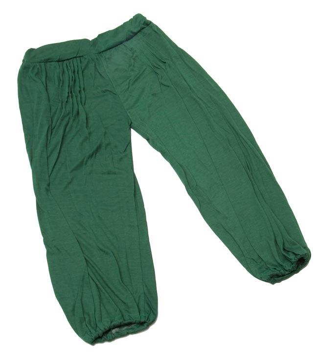 シャーリング ストレッチパンツ-ショート 【緑】 5 - 広げるとこんな形をしています。(こちらはお色違いになります。)