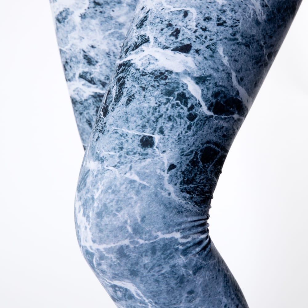 フルグラフィック美脚ヨガレギンス ナチュラル&フラワー系 - グラウンジ 6 - 肌触りの良い生地が使われています