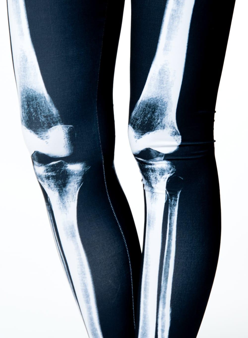 フルグラフィック美脚ヨガレギンス サイケデリック&パーティー系 - ボーンズ 6 - 肌触りの良い生地が使われています
