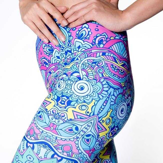 フルグラフィック マンダラ美脚ヨガレギンス - 水色系サイケデリックマンダラ 6 - 肌触りの良い生地が使われています