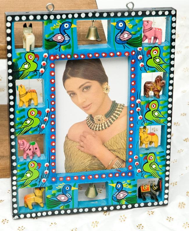 インドの動物 鏡&フォトフレーム【小・水色】の写真5 - 約9.5cm×約15cmのポストカードを差し込んでみました。