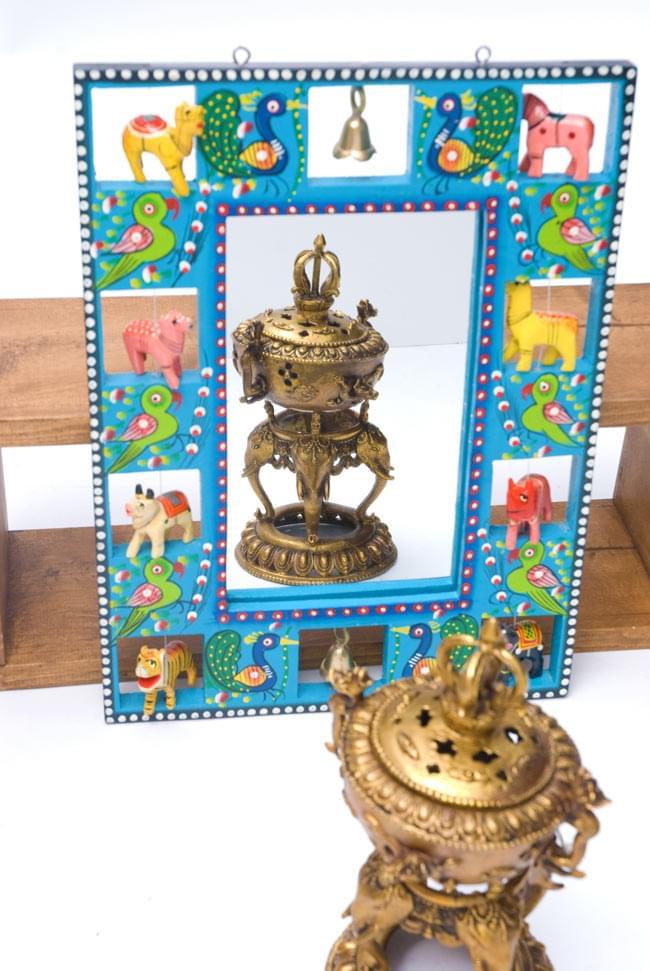 インドの動物 鏡&フォトフレーム【大・水色】の写真4 - 付属の鏡にオブジェを映してみました。
