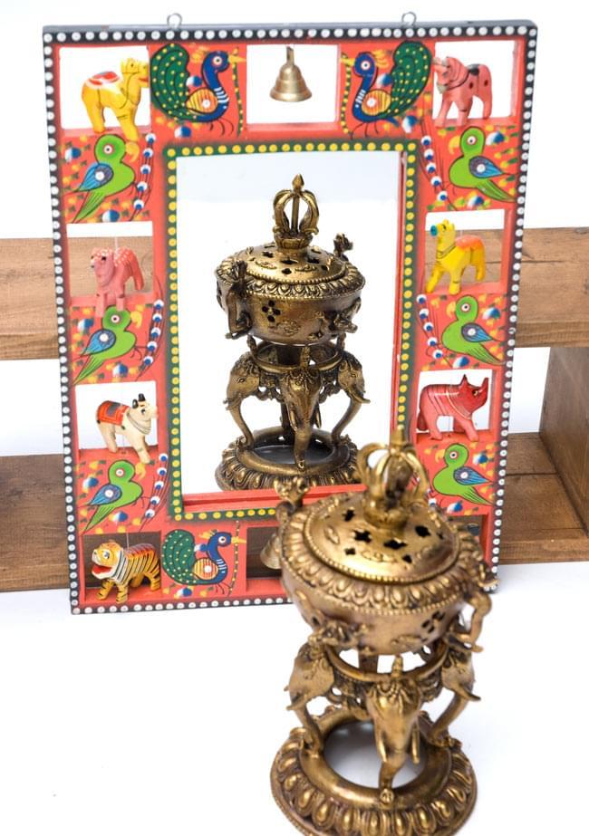 インドの動物 鏡&フォトフレーム【大・赤】の写真4 - 付属の鏡にオブジェを映してみました。