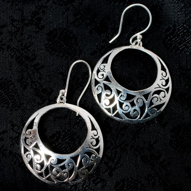 [シルバー925]インドの手作りシルバーピアス[唐草]の写真
