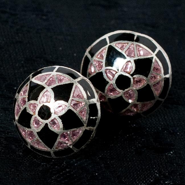 [シルバー925]ムガルのシルバーピアス[丸形(1.5cm)] - 黒×青×ピンク系 10 - 【選択 - F】の写真です。