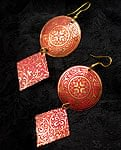 インドの伝統模様2連ピアス[赤]