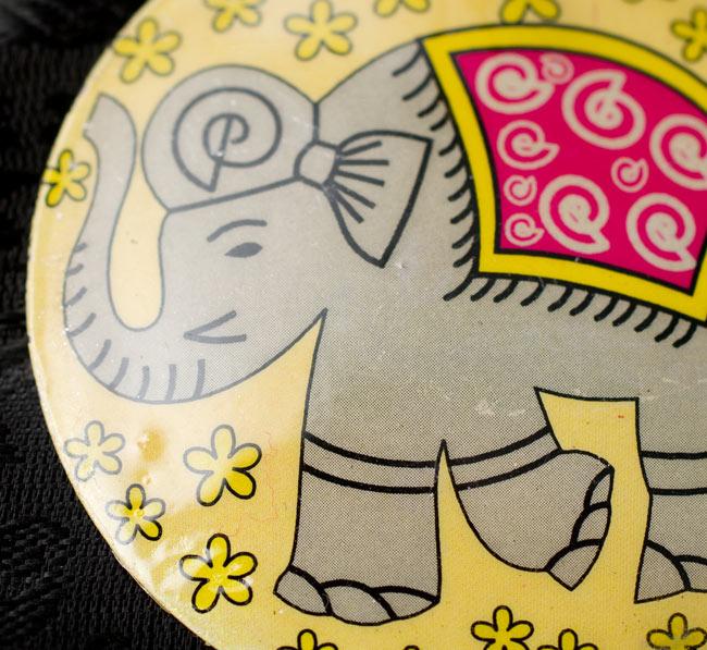 かわいいゾウさんのピアス[大きめ]の写真4 - かわいいゾウさんが描かれています