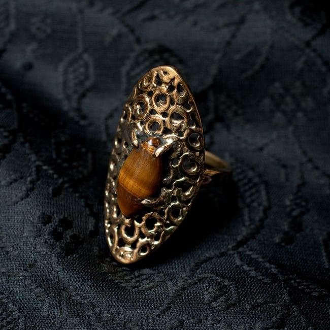 インドの伝統更紗デザイン オーバル天然石リング 3 - 斜めからの写真です