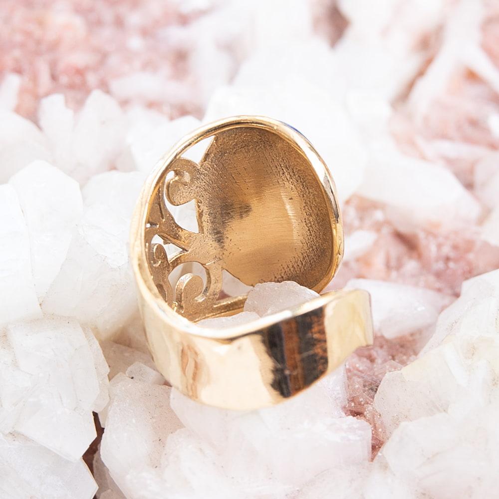 【安心のフリーサイズ】インドのペイズリー柄ゴールド天然石リング 4 - 背面(指輪のてのひら面)はこのような感じです