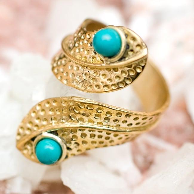 【安心のフリーサイズ】インドのペイズリーゴールド天然石リング 5 - とても可愛らしい指輪です