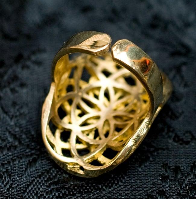 Flower Of Life のゴールドリング 4 - 背面(指輪のてのひら面)はこのような感じです