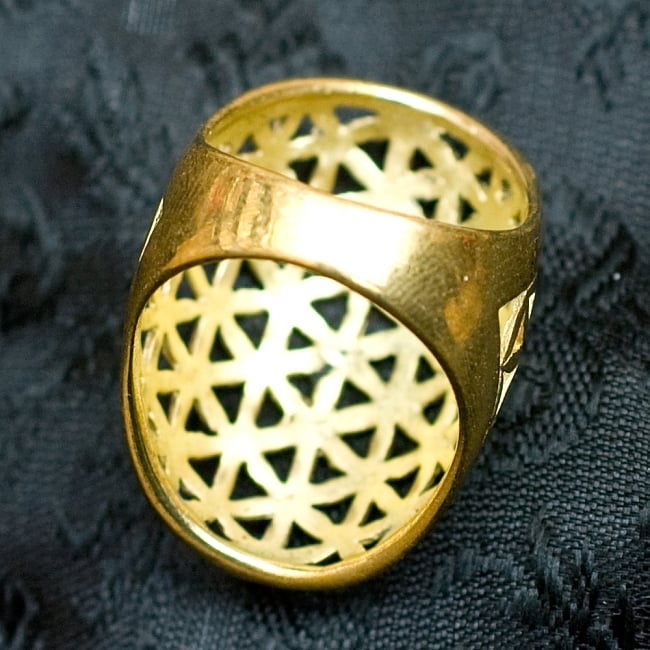 Flower Of Life の精巧ゴールドリング 4 - 背面(指輪のてのひら面)はこのような感じです