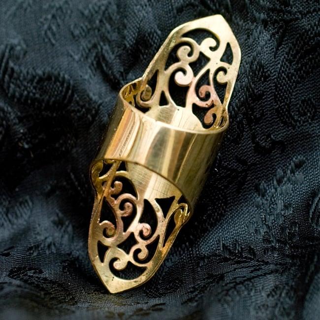 ペイズリー模樣のぐるぐるゴールドロングリング -長さ約5.5cm 4 - 背面(指輪のてのひら面)はこのような感じです