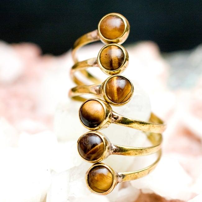【安心のフリーサイズ】インドのゴールド3連天然石リング 5 - とても可愛らしい指輪です