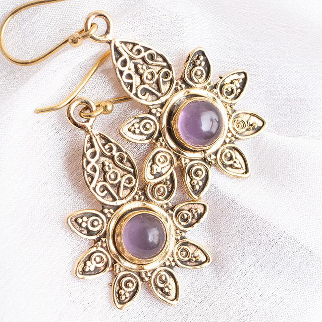 インドの花びらゴールデンピアス(パワーストーン付)の写真10 - アメジスト