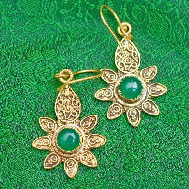 インドの花びらゴールデンピアス(パワーストーン付)の写真12 - グリーンオニキス