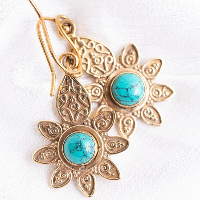 インドの花びらゴールデンピアス(パワーストーン付)の写真6 - マラカイト