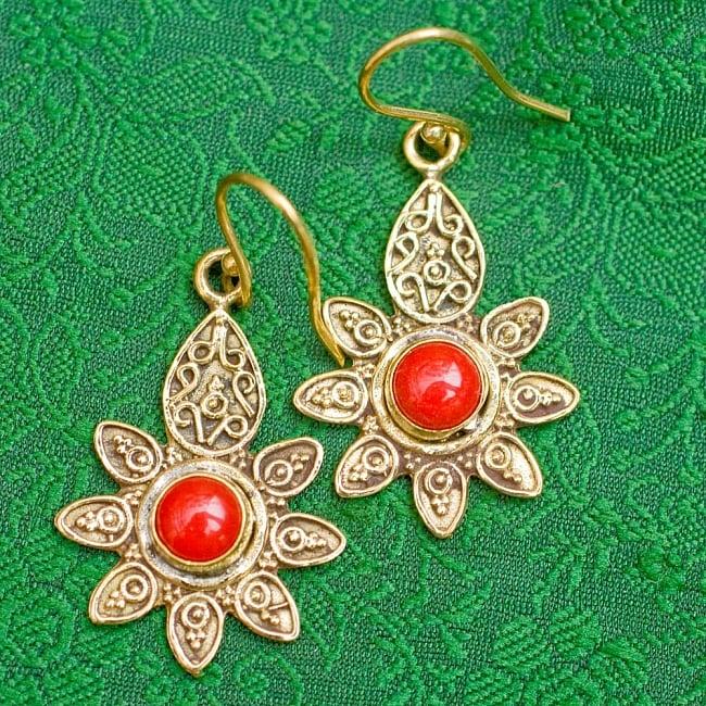 インドの花びらゴールデンピアス(パワーストーン付)の写真9 - 赤