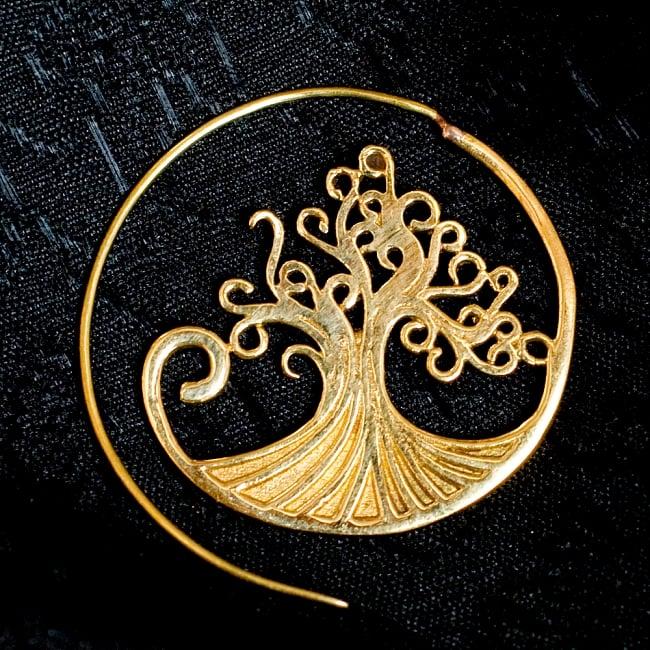 生命の木 Tree Of Lifeの艶めきゴールドピアス 3 - 別のアングルからモチーフを拡大してみました