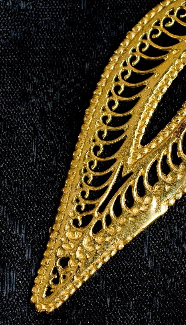 ペイズリー(更紗)の艶めきゴールドピアス 2 - モチーフの一部分を拡大してみました