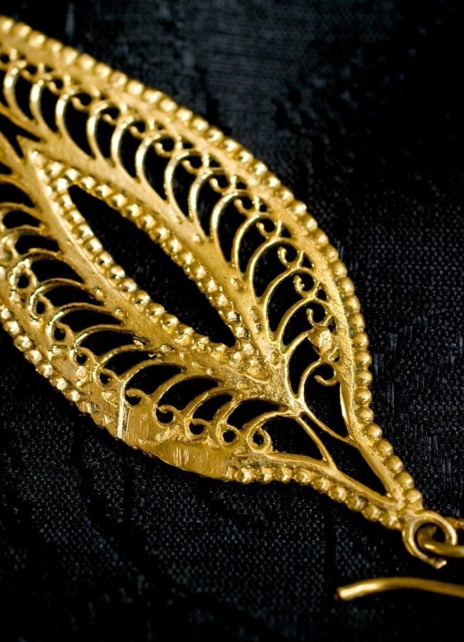 ペイズリー(更紗)の艶めきゴールドピアス 3 - 別のアングルからモチーフを拡大してみました
