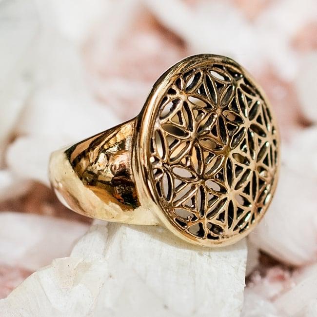 生命の花のゴールドリングの写真4 - 背面(指輪のてのひら面)はこのような感じです