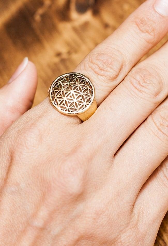 生命の花のゴールドリングの写真5 - とても可愛らしい指輪です