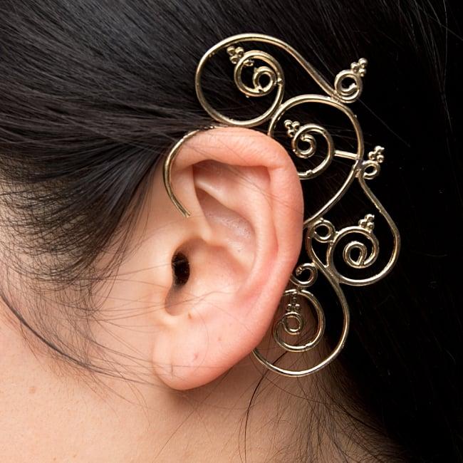 〔両耳ペア〕ゴールデンイヤーカフ【花のつる】 5 - 実際に着用してみました!耳元が素敵だとワクワクしますね^^
