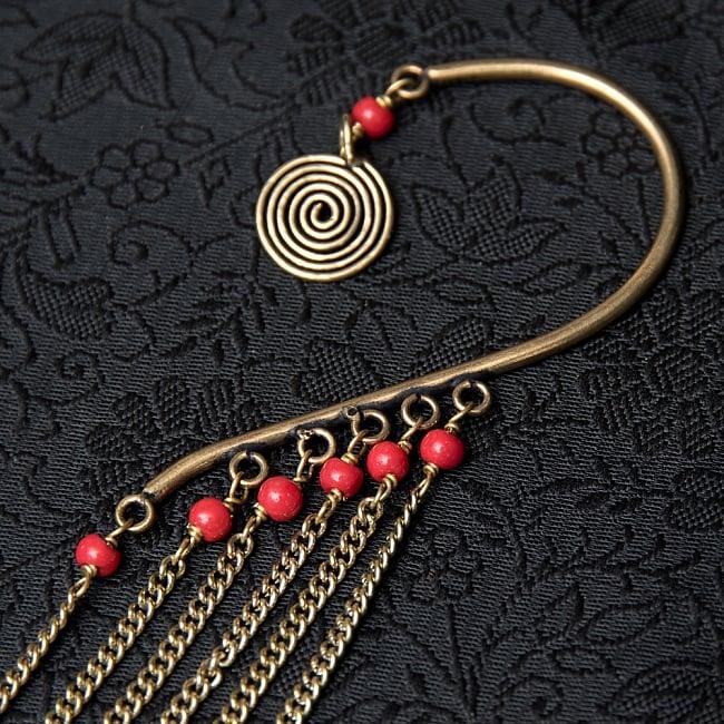 イヤーフック【チェーン・サークル】の写真3 - 贅沢な飾りで耳元をゴージャスにしてくれます!
