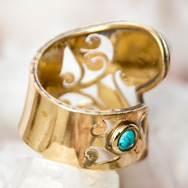 ペイズリー柄のゴールド天然石リング【フリーサイズ】 3 - 背面(指輪のてのひら面)はこのような感じです