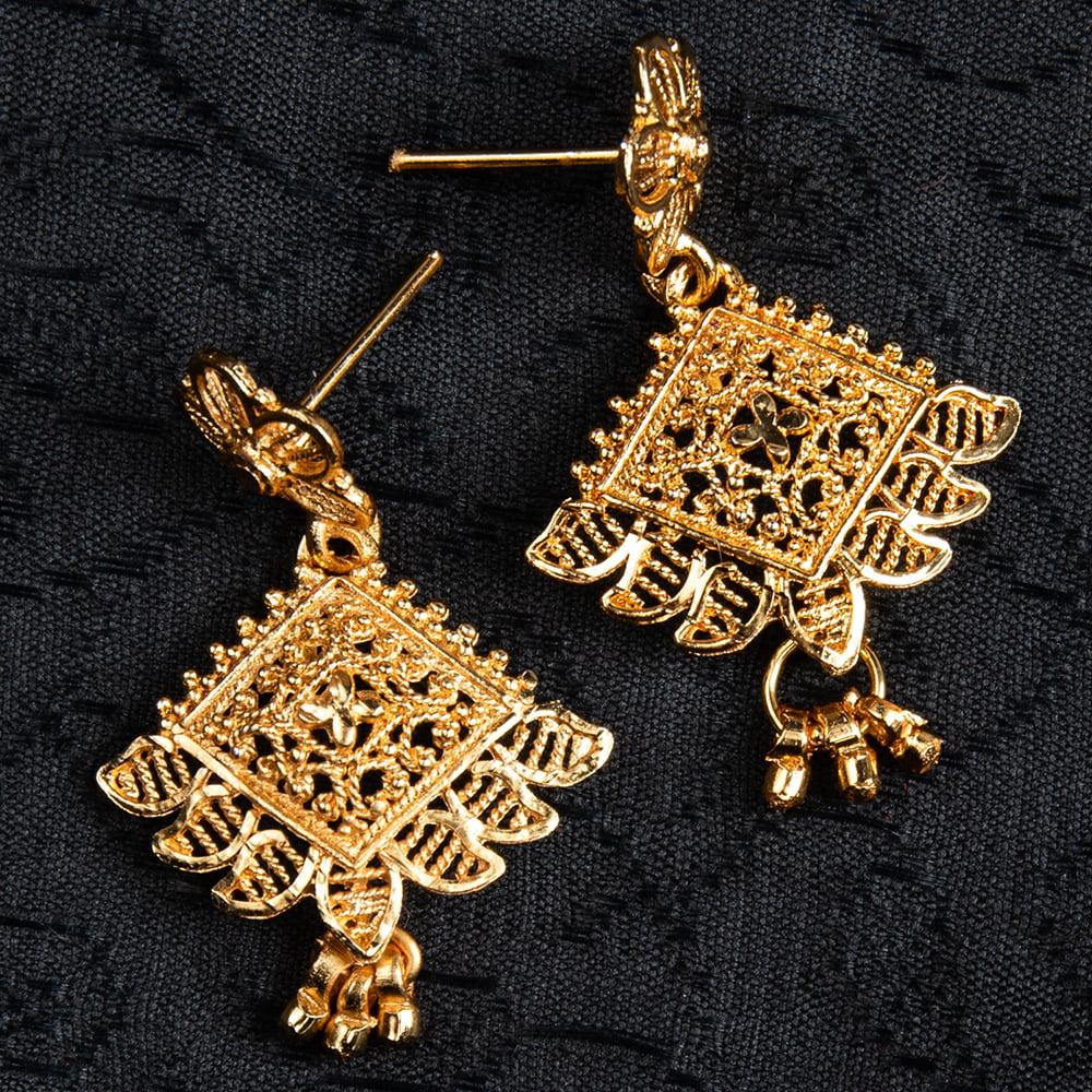 フラワー モチーフのゴールドメタル ピアス 14 - デザイン:6