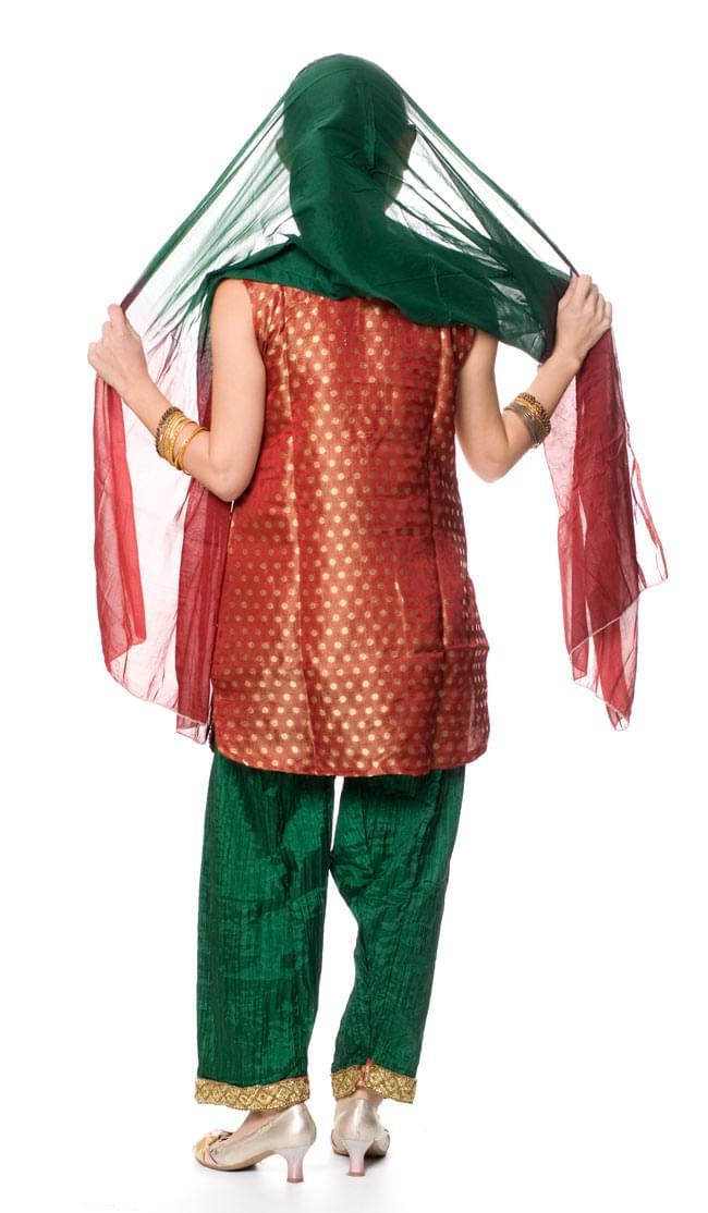 パンジャビ・ドレス3点セット - えんじの写真3 - 後ろ姿です。