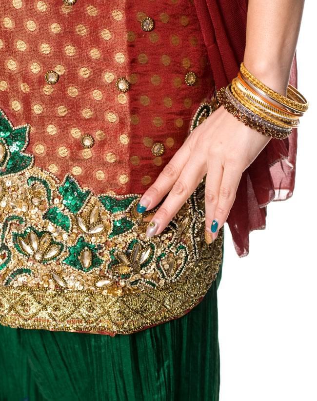 パンジャビ・ドレス3点セット - えんじの写真5 - サイドにはスリットが入ってきれいなラインです。