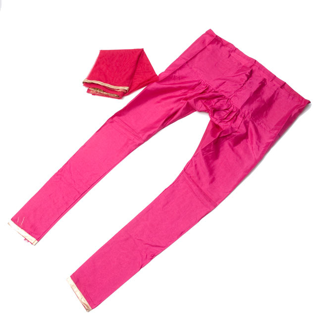 パンジャビ・ドレス3点セット - ネイビー×ピンク 9 - 広げてみました。ストールも付いています。