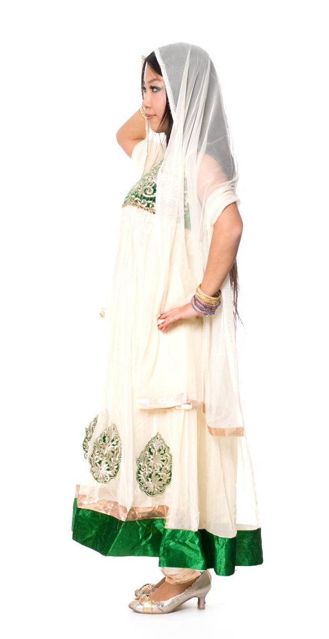 [インド品質]パンジャビ・ドレス3点セット - グリーン 2 - 横から見た姿です。