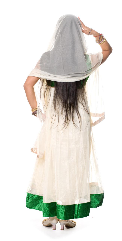 [インド品質]パンジャビ・ドレス3点セット - グリーン 3 - 後ろ姿です。