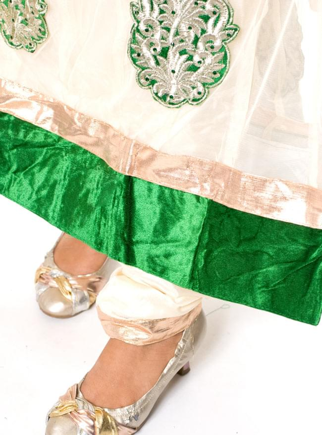 [インド品質]パンジャビ・ドレス3点セット - グリーン 6 - 足元はスッキリと細身のデザインです。