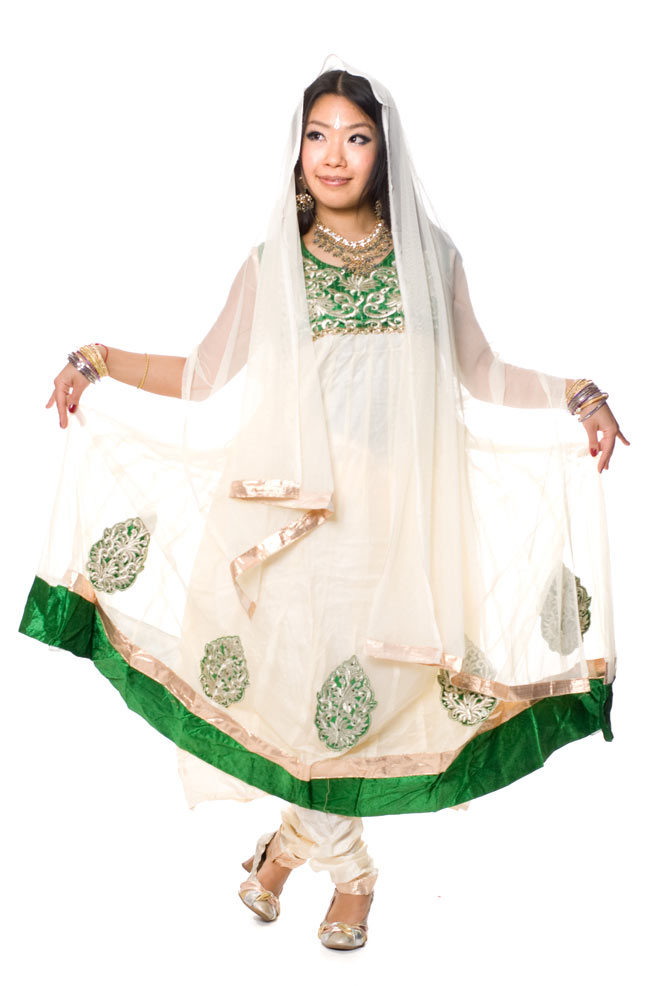 [インド品質]パンジャビ・ドレス3点セット - グリーンの写真