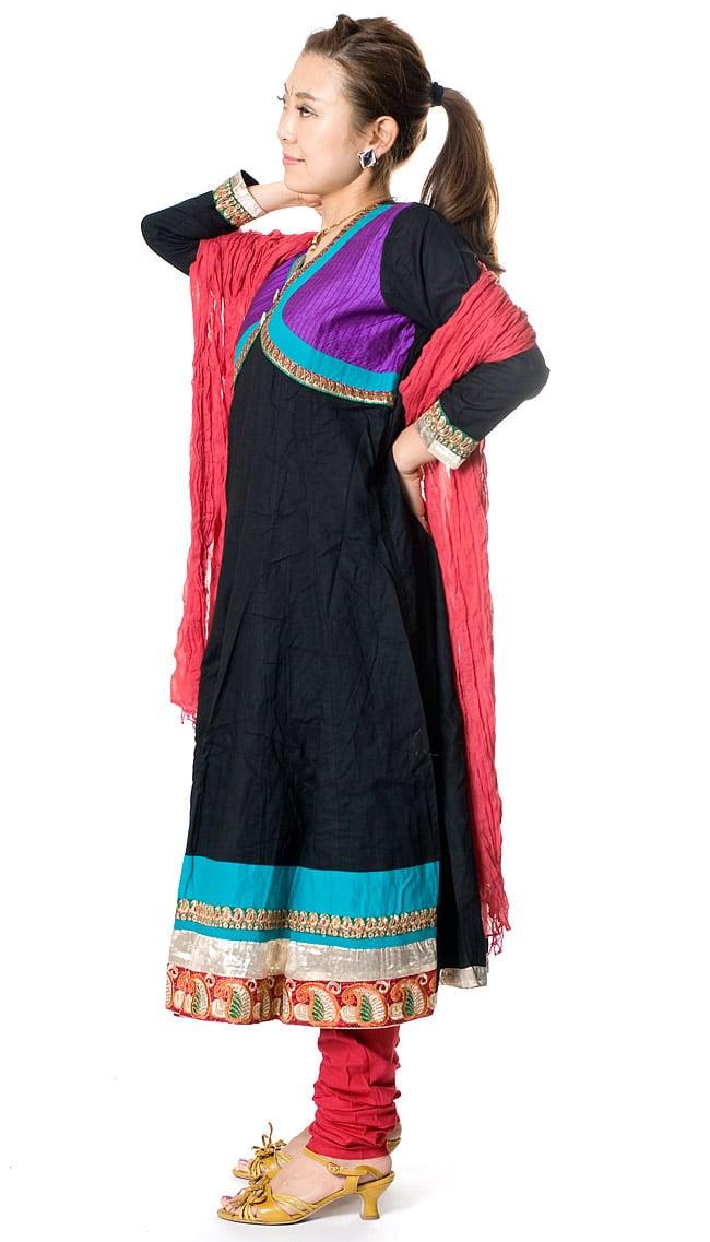 パンジャビ・ドレス3点セット - ブラック 2 - 横から見た姿です。
