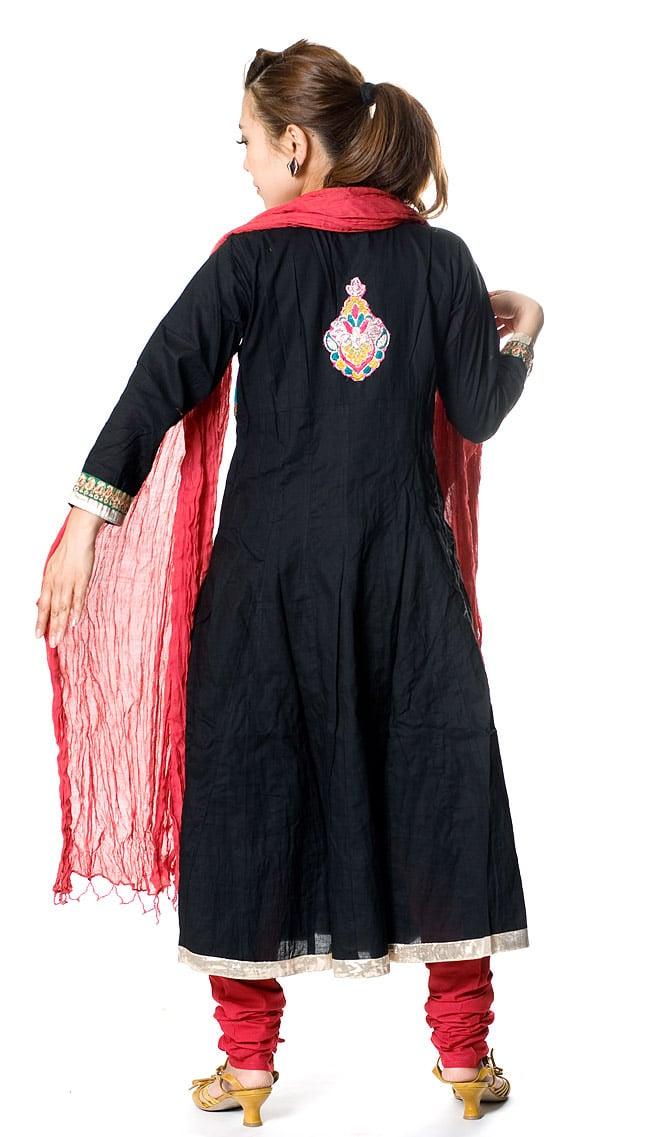パンジャビ・ドレス3点セット - ブラック 3 - 後ろ姿です。