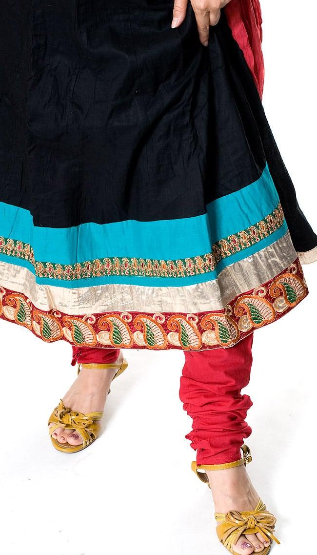 パンジャビ・ドレス3点セット - ブラック 5 - 足元はスッキリと細身のデザインです。基本的に、パンツとショールの色は同色になります。