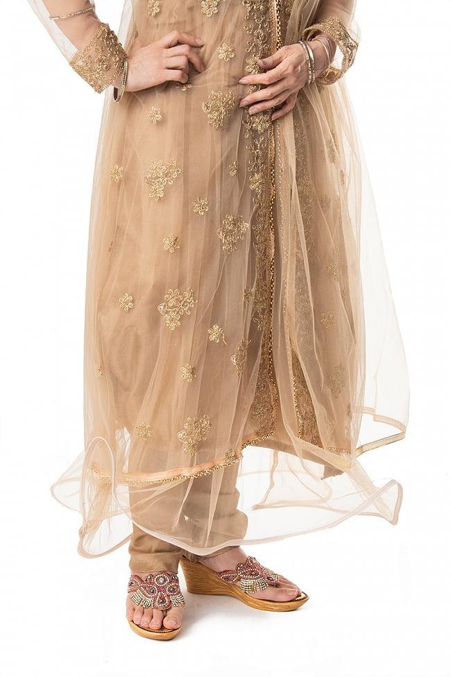 インドのゴージャスパンジャビ・ドレスセット 9 - 裾部分をアップにしてみました。