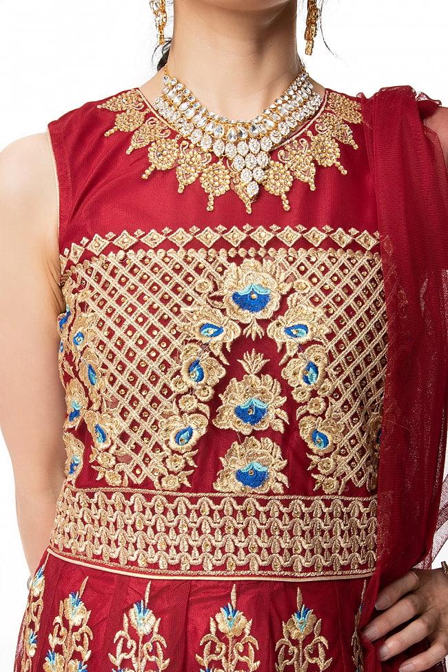 インドのゴージャスパンジャビ・ドレスセット 11 - 刺繍部分をアップにしてみました。丁寧に作られています。