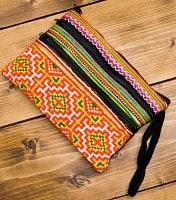 モン族刺繍の三連ジッパーサブバッグ -たて約15cm x 約よこ25cm