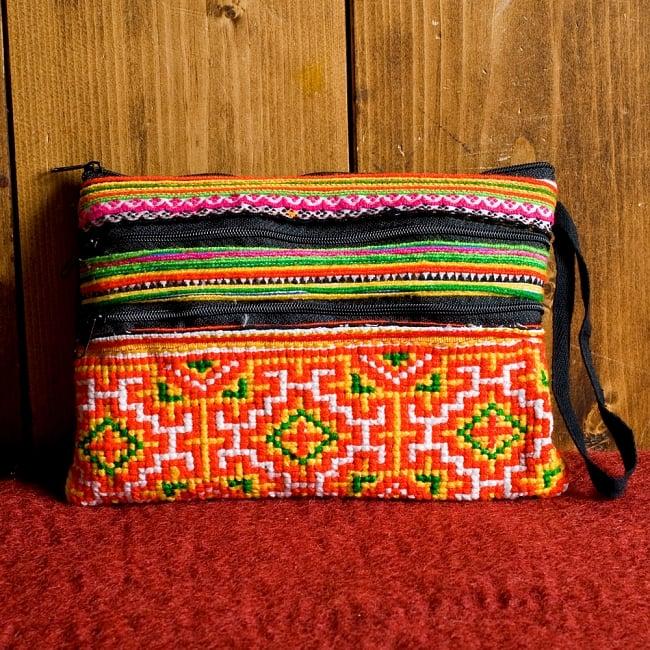 モン族刺繍の三連ジッパーサブバッグ -たて約15cm x 約よこ25cm 【アソート】の写真