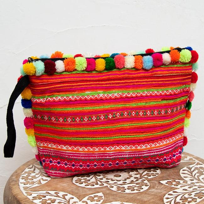 ぽんぽん付きモン族の刺繍ポーチ 11 - 選択3:ピンク・オレンジの一例です。